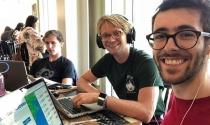Nhóm sinh viên Harvard bỏ học, lập startup kết bạn ngoài đời thực