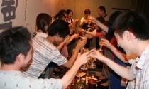 Lý do nào khiến nhiều người Nhật căm ghét việc uống rượu để thăng tiến?