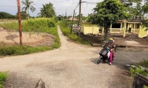 """""""Con đường 80 tuổi"""" vào đình Thạnh Phú ở Cà Mau: Có lập lờ quy hoạch?"""