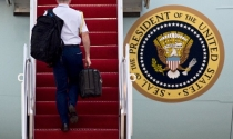 """""""Săm soi"""" chiếc cặp bí ẩn theo chân tổng thống Mỹ đi khắp nơi"""