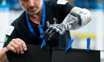 Cánh tay robot có thể điều khiển bằng suy nghĩ, không cần cấy ghép não