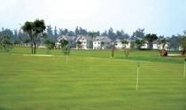 Biệt thự - sân golf: Ai cứu ai?