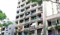 Khu chung cư xuống cấp trầm trọng ở TP HCM: Vừa ở vừa run