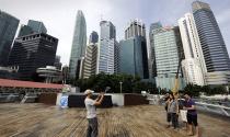 Bất động sản Singapore chưa hạ nhiệt, cổ phiếu CapitaLand rớt giá