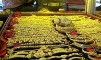 Giá vàng sụt giảm, lực bán chốt lời mạnh