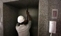 Thang máy giá rẻ: Dân chung cư lơ lửng vận mạng