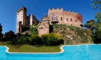 Người Nga xếp hàng dài mua các tòa lâu đài cổ tại Italy