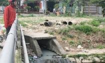 """""""Khu đô thị """"bốc mùi"""": Nước thải ô nhiễm hơn sông Tô Lịch"""