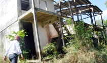 Nhà vùng lũ bỏ hoang ở Đồng Tháp: Bán không được, dỡ không xong