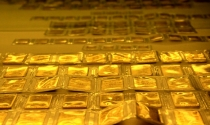 Tỷ giá tiến sát trần, vàng vẫn trên 35 triệu đồng