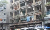 """TP.HCM: Sống """"run rẩy"""" trong chung cư cũ"""