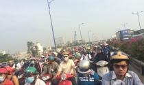 """Dự án """"rùa bò"""", người dân """"chôn chân"""" trên Xa lộ Hà Nội"""