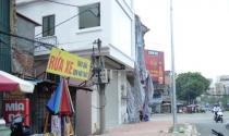 """Hà Nội: Xây nhà """"nuốt"""" trọn cột điện trên hè phố"""