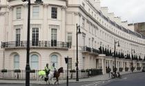 Rút khỏi bất động sản London để giữ bí mật danh tính?