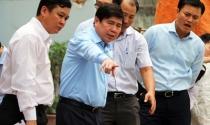 Chủ tịch TP HCM thị sát, bàn cách 'giải cứu' Tân Sơn Nhất khỏi ngập