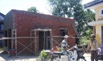 Người dân ồ ạt xây nhà tạm chờ đền bù trên đất dự án cảng biển