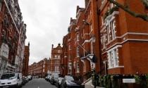 Nhà đầu tư bất động sản băn khoăn giữa tiếp tục và rời khỏi Anh