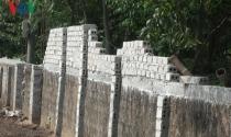 Thuộc diện di dời nhưng người dân vẫn xây nhà rầm rộ chờ đền bù