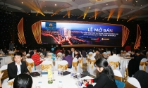 """Tùng Dương thích thú khi được hát cho """"hàng xóm"""" Sun Grand City Thuy Khue Residence"""
