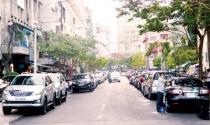 Đường phố TPHCM thành bãi đỗ xe: Cao ốc thiếu tầng hầm, ô tô đỗ ngập phố