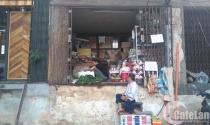 """Người Sài Gòn """"trèo"""" vào nhà sau khi bị phá tam cấp"""