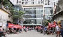Dân chung cư ở Hà Nội lại căng băng rôn phản đối chủ đầu tư