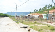 Từ sạt lở đến thiếu nước, dân tái định cư lũ lượt bỏ làng ra đi