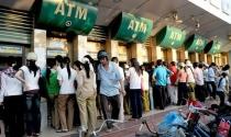 Ngân hàng Nhà nước yêu cầu tạm dừng tăng phí rút tiền ATM nội mạng