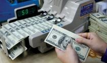 """Tỷ giá USD tự do lập đỉnh, các ngân hàng thương mại vẫn """"bình chân"""""""