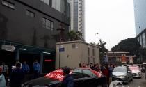 Phản đối phí cao, cư dân bị chủ đầu tư chặn xe xuống hầm