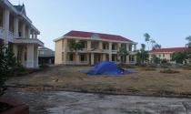 Hà Tĩnh: Trường hơn 16 tỷ bỏ hoang người dân tận dụng phơi rơm nuôi gà