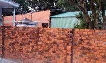 Bình Thuận: Bất lực trước vụ xây nhà trên đất hàng xóm?