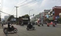 """Ngôi nhà như """"ốc đảo"""" giữa giao lộ ở Sài Gòn"""