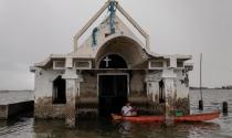 Nước biển dâng đến đâu, dân làng Philippines nâng nhà đến đấy