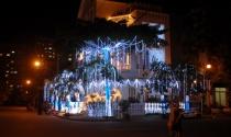 Giáng sinh rực rỡ ở 'phố nhà giàu' Sài Gòn