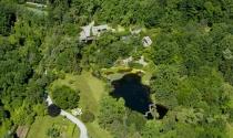 Biệt thự 30 triệu USD xây giữa hồ nước