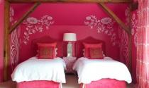 Biến tấu màu hồng trong phòng ngủ