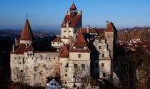 Đến thăm lâu đài u ám của Ma Cà Rồng