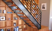 Tủ sách - cầu thang kết thành bộ đôi hoàn hảo