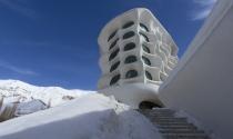 """Sởn da gà với kiến trúc """"tổ ong tuyết"""" Barin Ski độc đáo"""