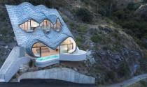 Khám phá kiến trúc nhà sò bám đồi ma quái ở Tây Ban Nha