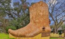 Lạ mắt với nhà gỗ hình chiếc giày