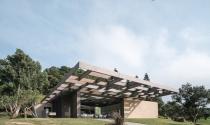 Ngắm CLB kiến trúc mái trần, lưới khối ô