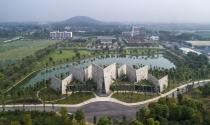 Khám phá văn phòng hình quyển sách bề thế ở ngoại ô Hà Nội