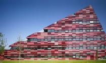 Đại học Nottingham Jubilee - Khối đa giác góc cạnh gạch nung