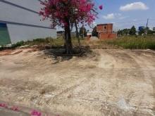 cần tiền bán gấp lô đất 90m2 Ngay ngã 3 Lăng Xi , cách Quốc lộ 13 500m giá 320tr thổ cư 100% SHR