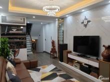 Cần bán nhà phố Nguyễn Khang, ngõ rộng thoáng, DT 35m2, giá 3.6 tỷ.