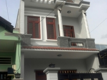 Kẹt vốn bán rẻ căn nhà 1 lầu kiên cố ngay ủy ban xã Hưng Long, sổ riêng