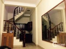 Cho thuê nhà 3 tầng vừa ở vừa làm văn phòng ở Ngô Xuân Quảng. DT 47m2 chỉ 10 tr/