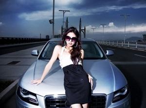 Người đẹp tạo dáng Audi A4 3.2 Quattro